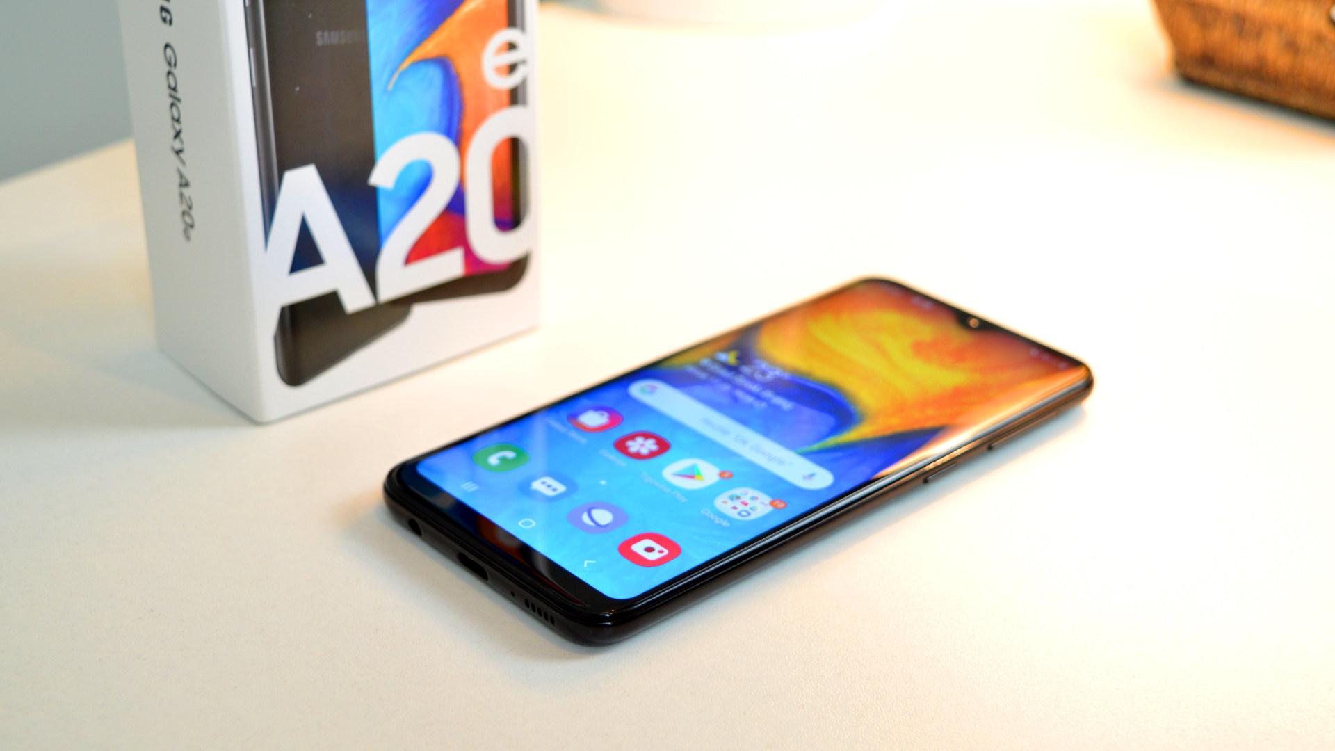 Samsung Galaxy A20e test i otvaranje kutije
